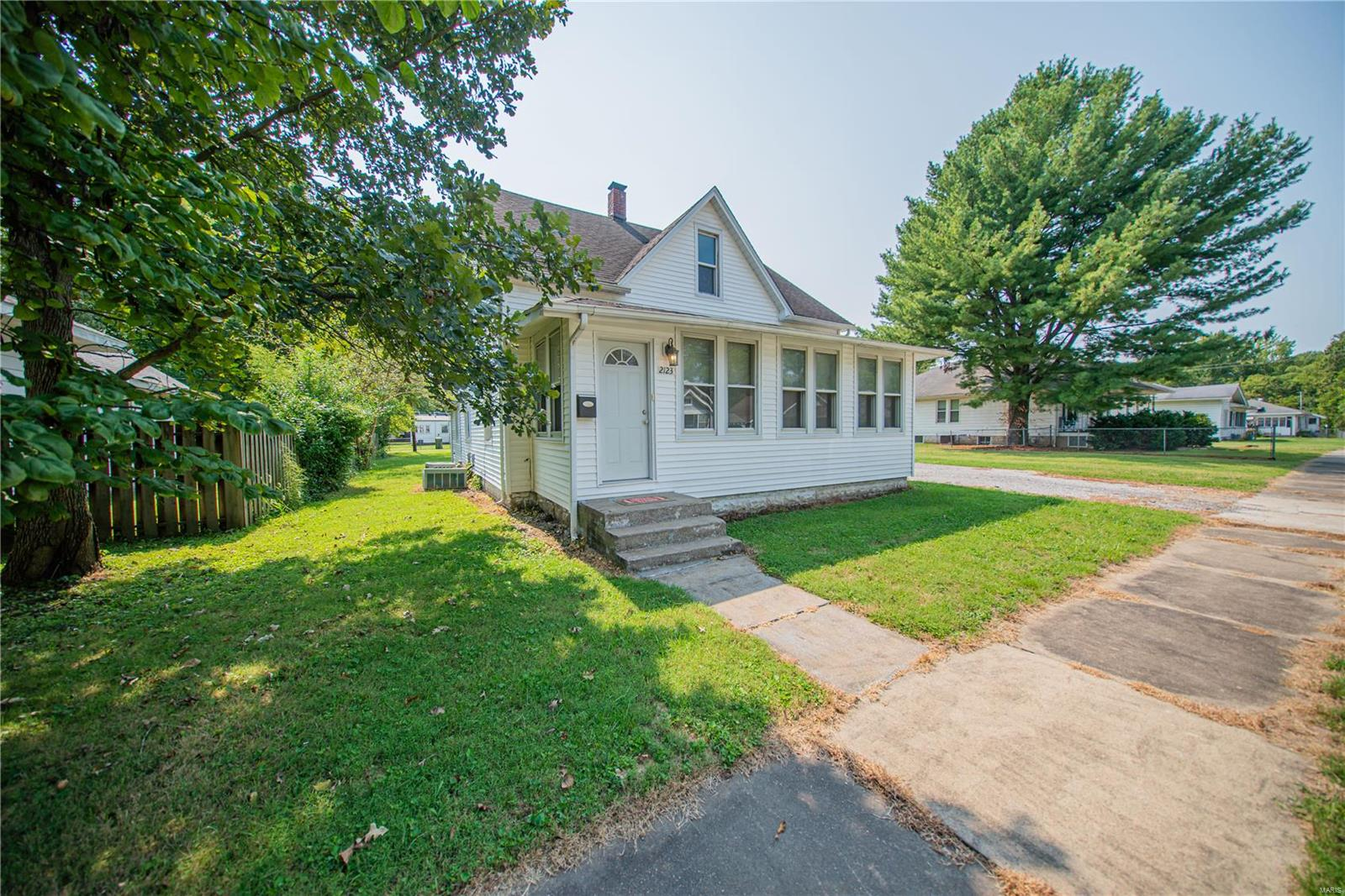 2123 Clarke Street Property Photo 30