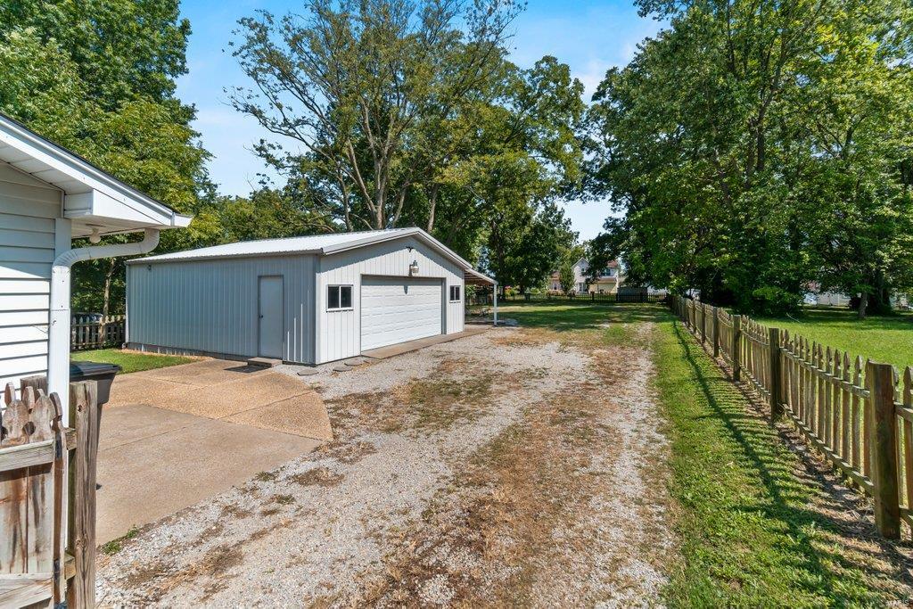 307 S Main Property Photo 4