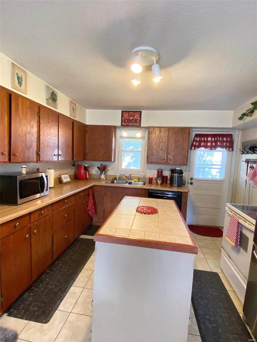 2044 Gartside Property Photo 7