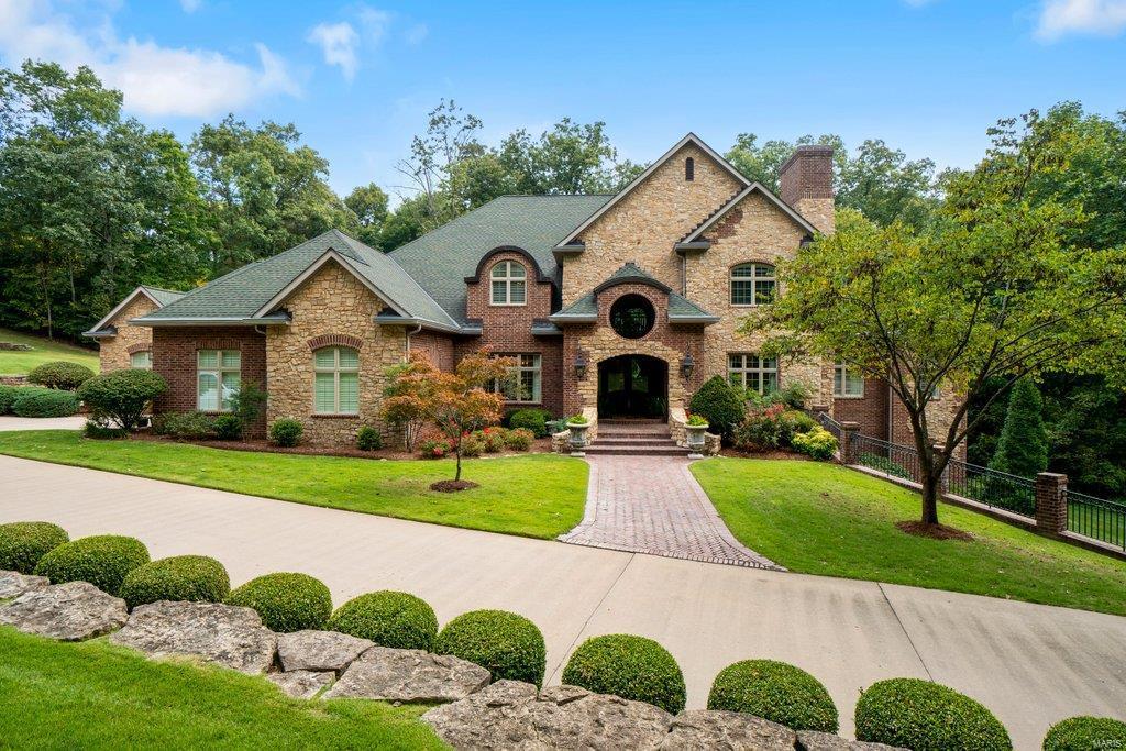 139 Flagstone Property Photo 1