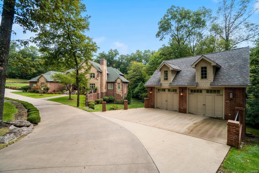 139 Flagstone Property Photo 4