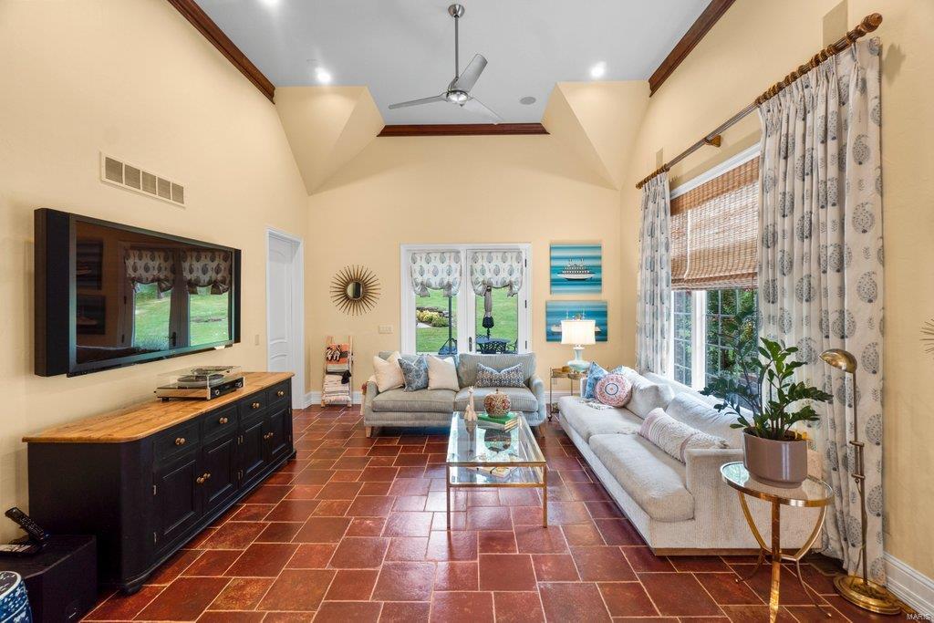 139 Flagstone Property Photo 8