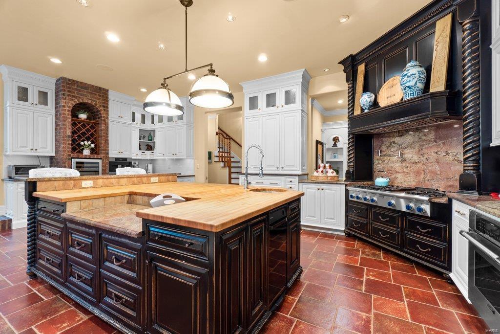 139 Flagstone Property Photo 12