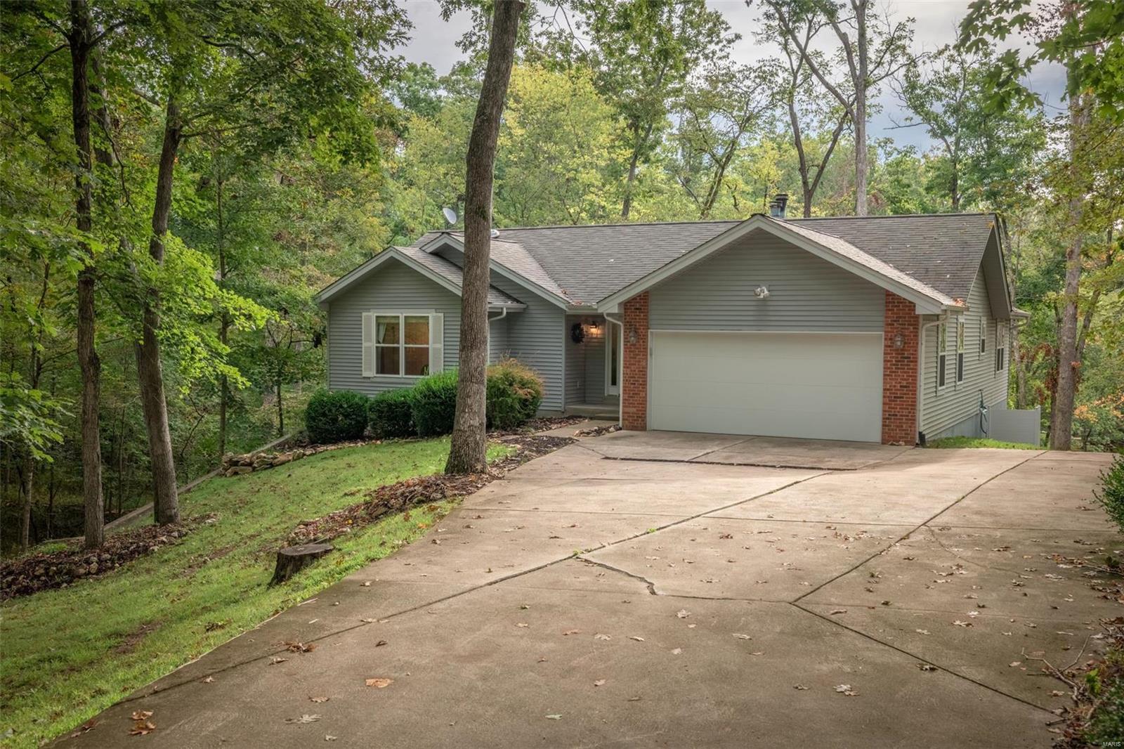 542 Lorraine Lake Drive Property Photo 1