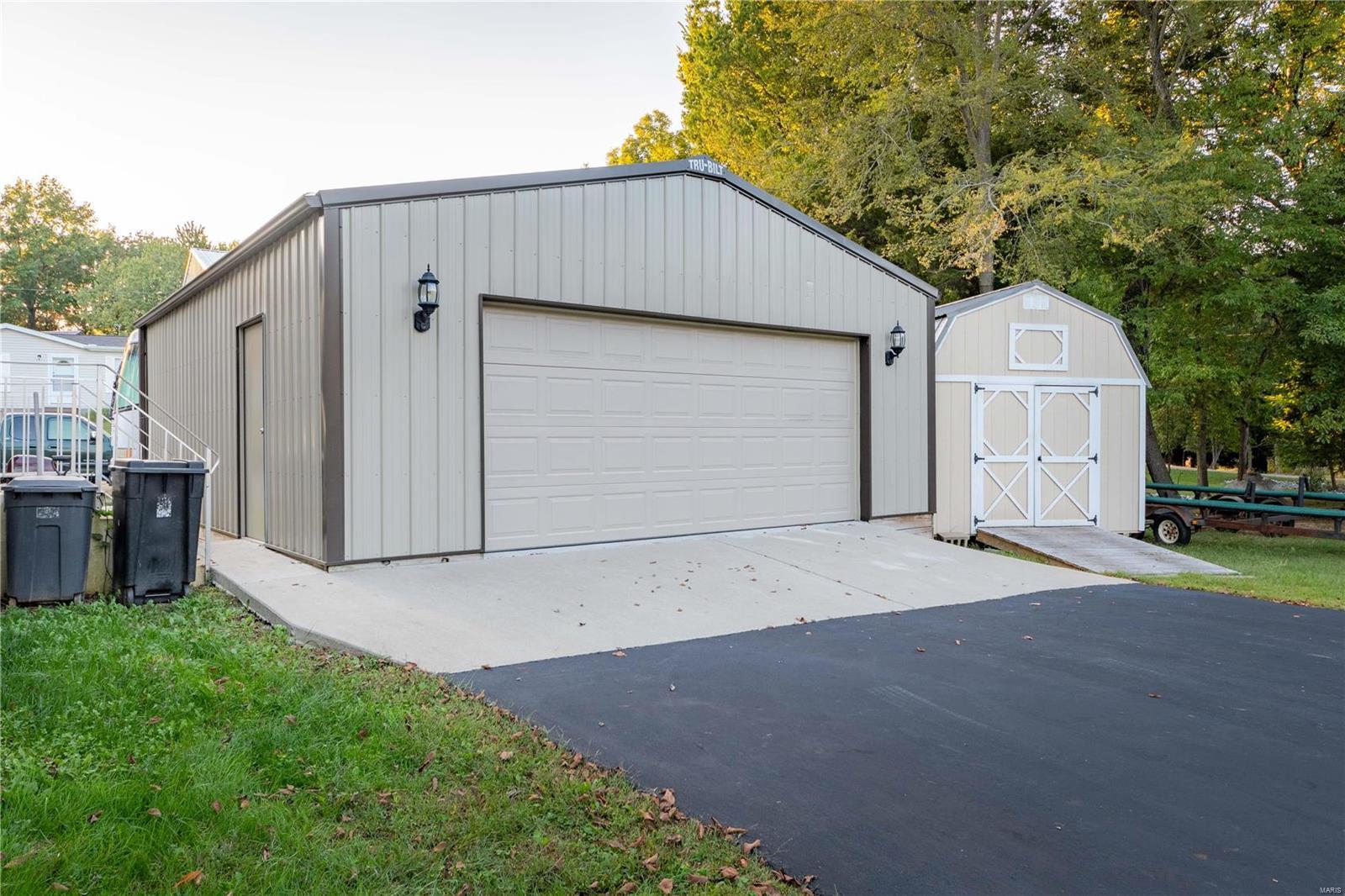 11750 Pinewood Drive Property Photo 2