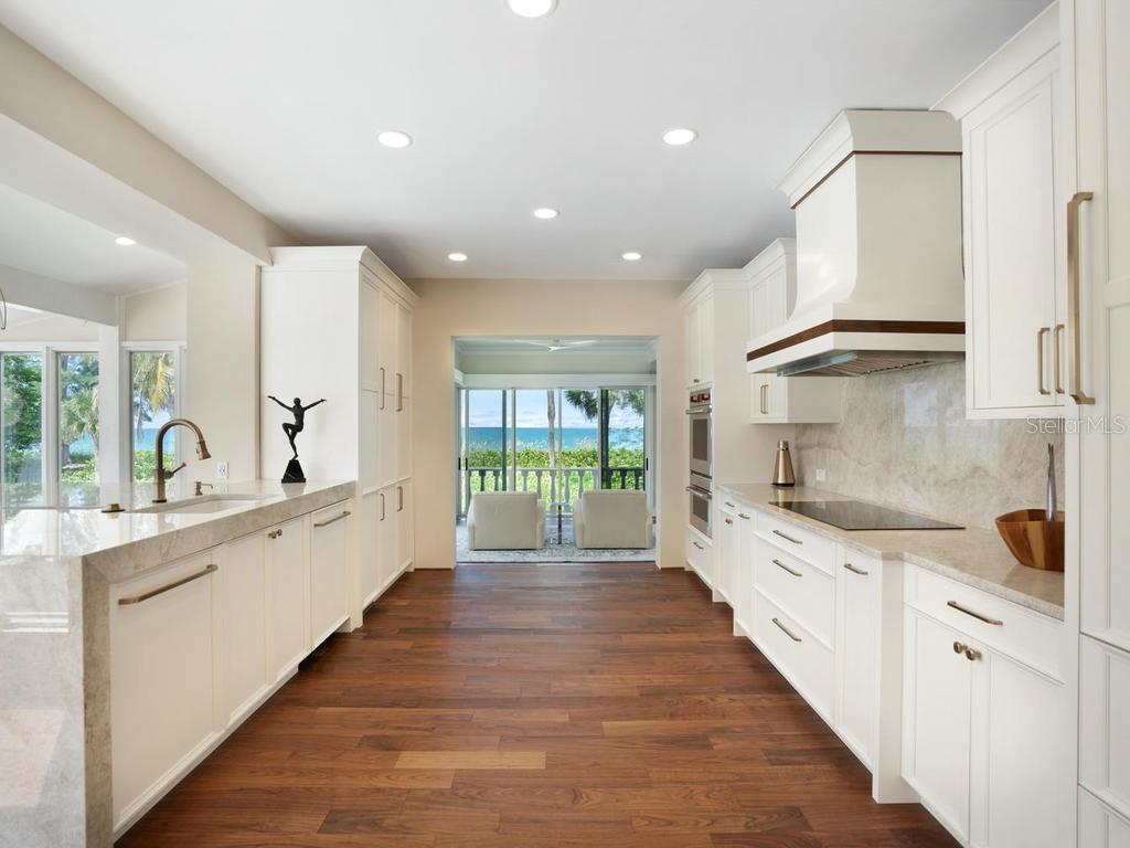 8218 Sanderling Road Property Photo 17