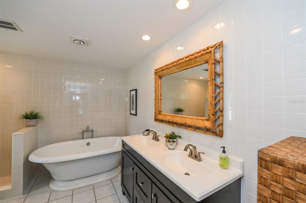 410, 411, 401 N Casey Key Road Property Photo 44