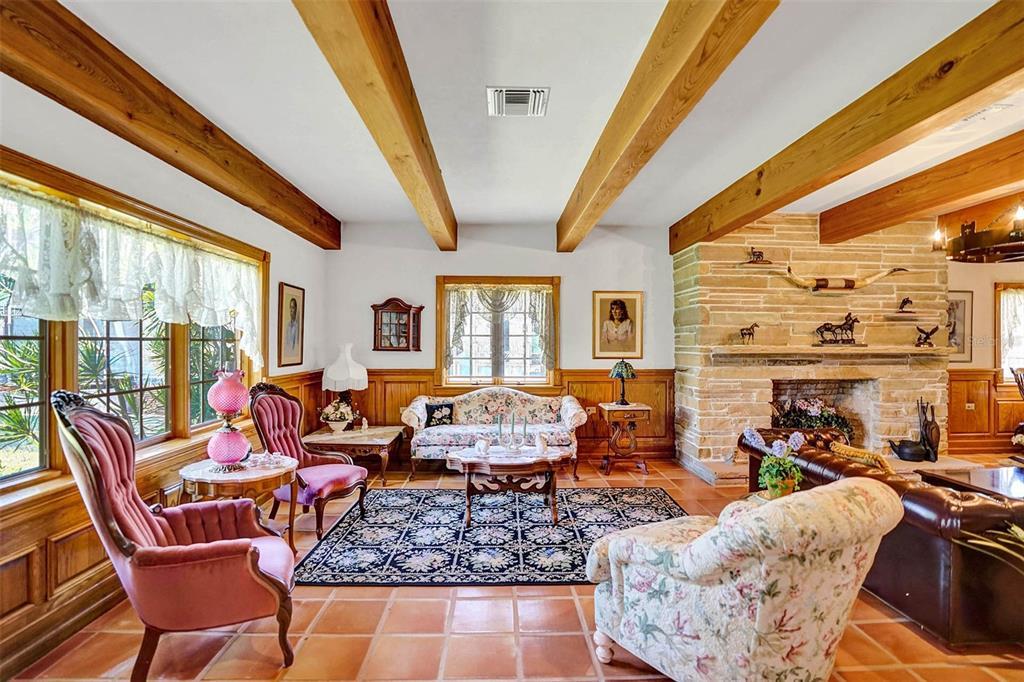 401 Leucadendra Drive Property Photo 25