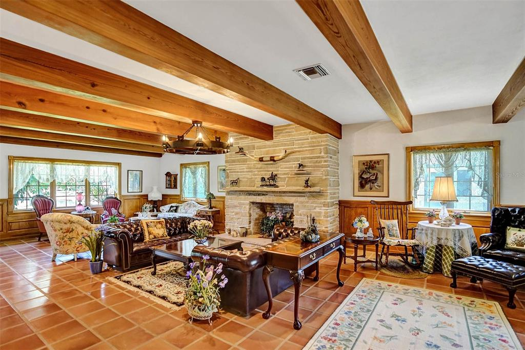 401 Leucadendra Drive Property Photo 28