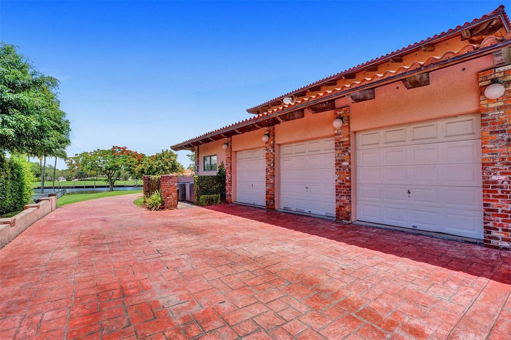 401 Leucadendra Drive Property Photo 83