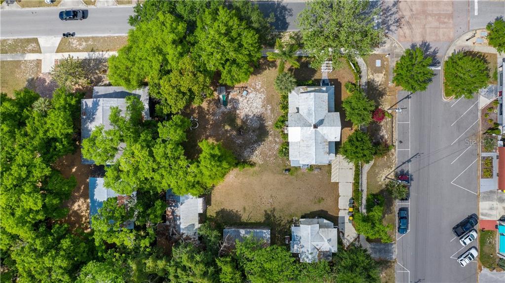 931 W Montrose Street Property Photo 3