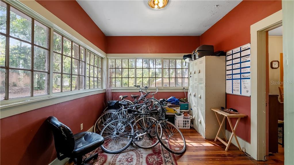 931 W Montrose Street Property Photo 15