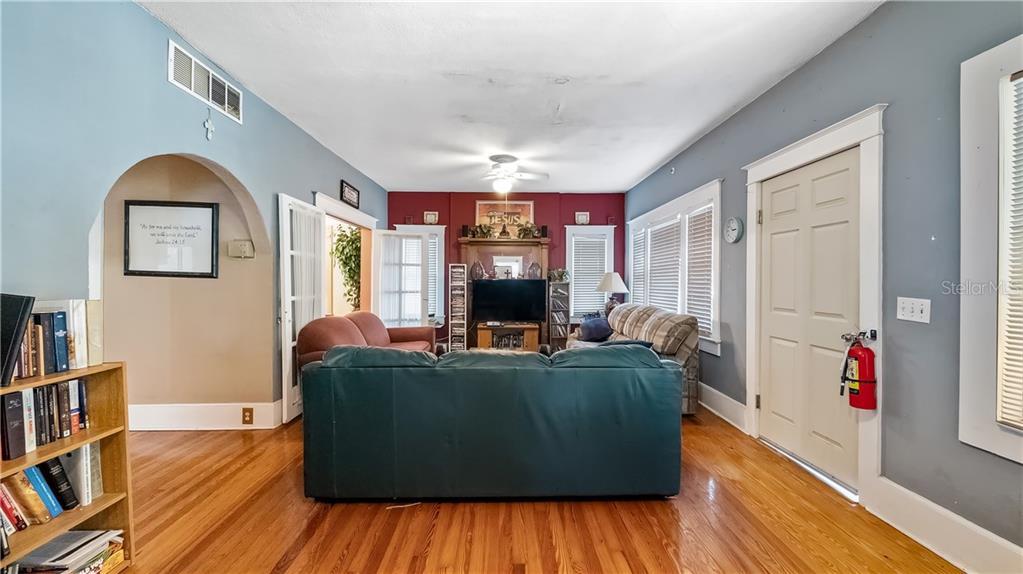 931 W Montrose Street Property Photo 16