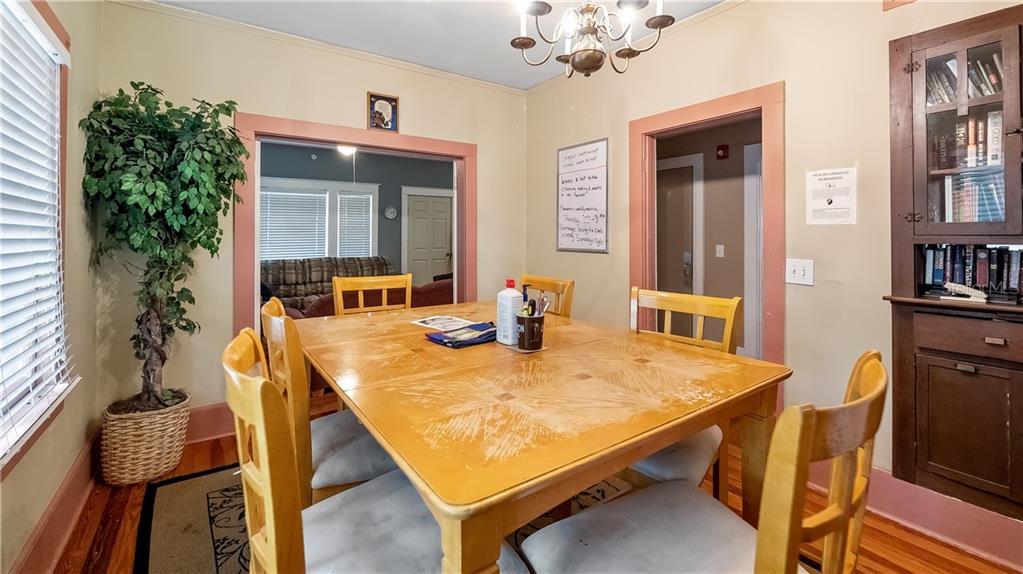 931 W Montrose Street Property Photo 17