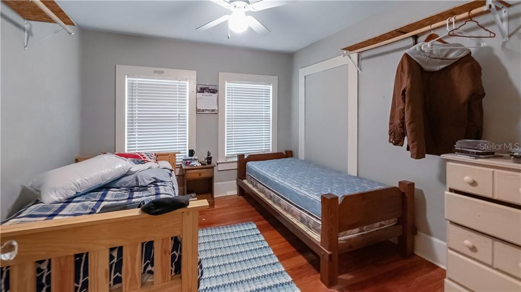 931 W Montrose Street Property Photo 20