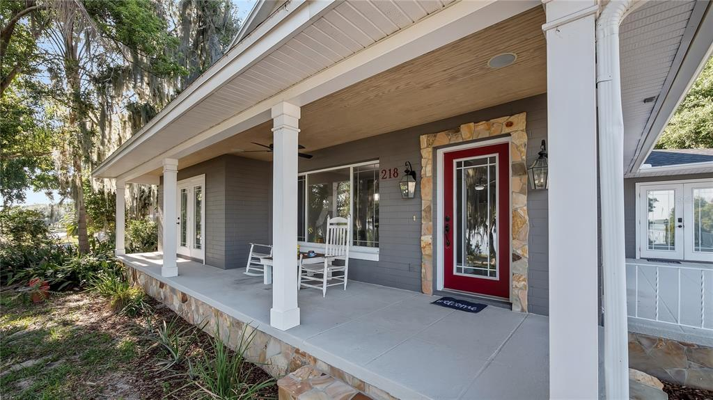 218 W Lakeshore Drive Property Photo 3