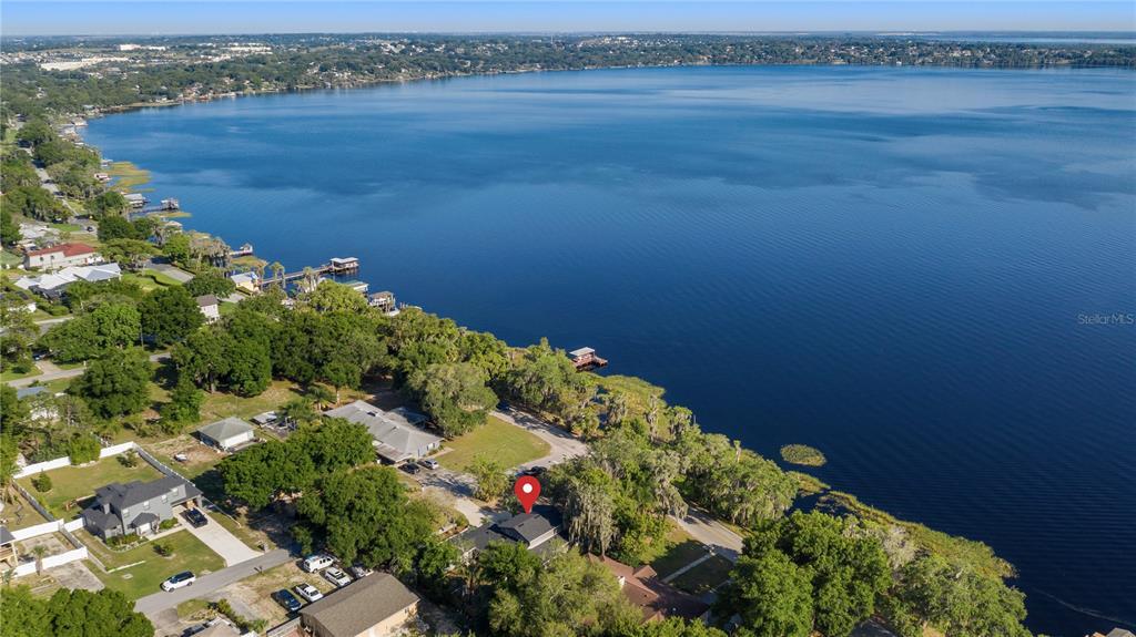 218 W Lakeshore Drive Property Photo 8
