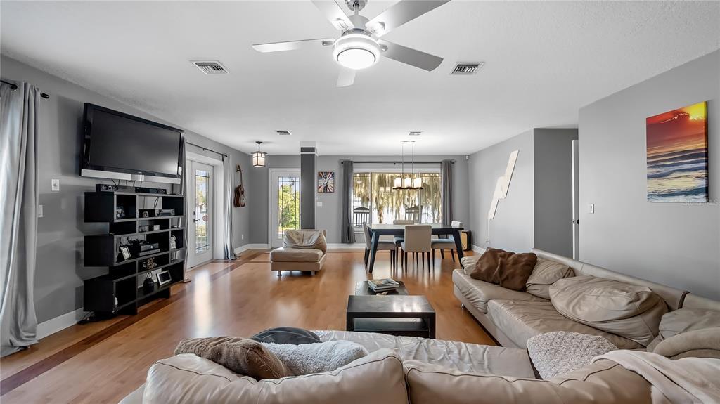 218 W Lakeshore Drive Property Photo 10