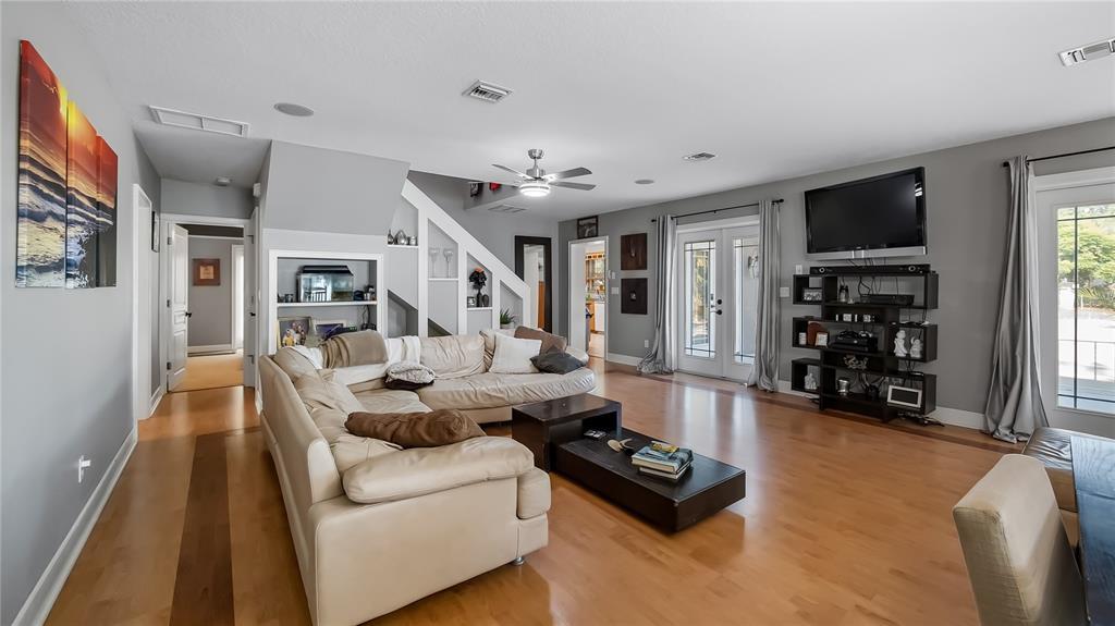 218 W Lakeshore Drive Property Photo 14