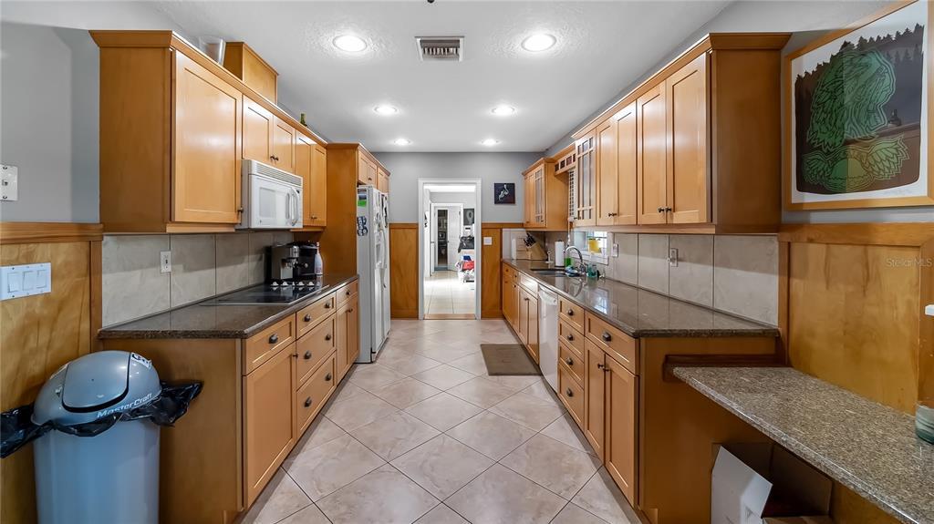 218 W Lakeshore Drive Property Photo 27