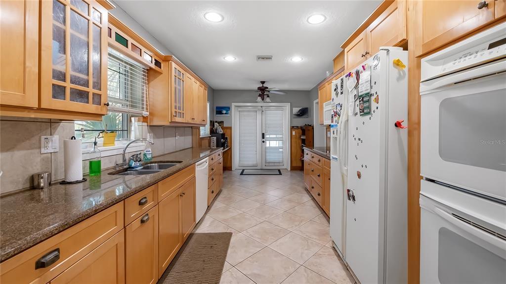 218 W Lakeshore Drive Property Photo 28