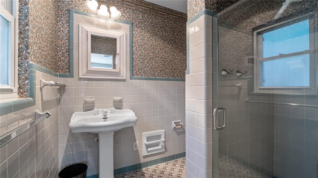 218 W Lakeshore Drive Property Photo 33