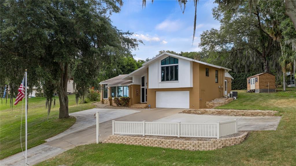 550 E Lakeshore Drive Property Photo 2