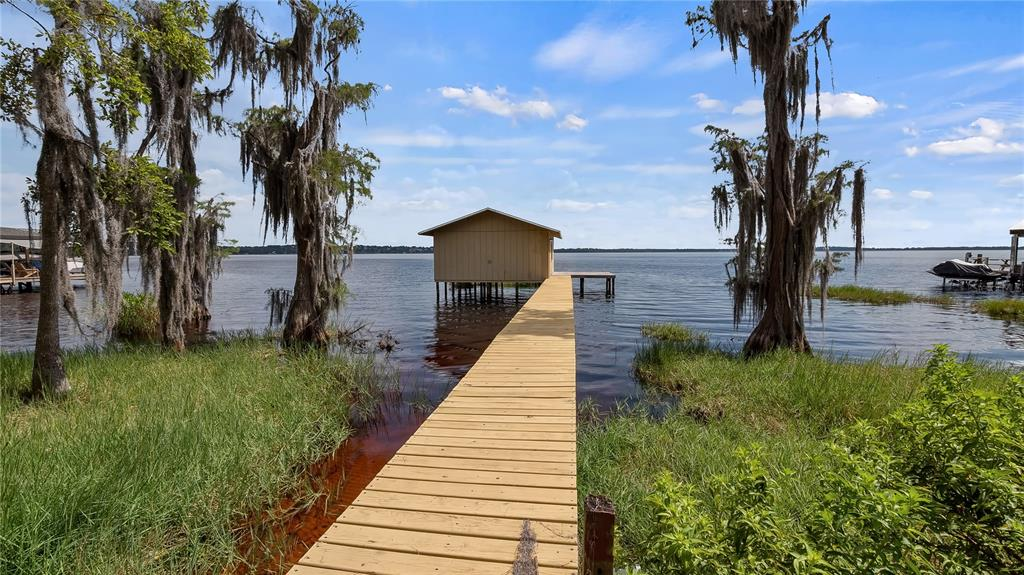 550 E Lakeshore Drive Property Photo 4