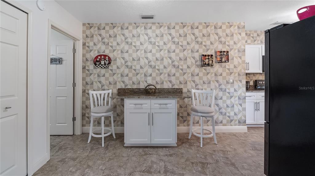 550 E Lakeshore Drive Property Photo 21