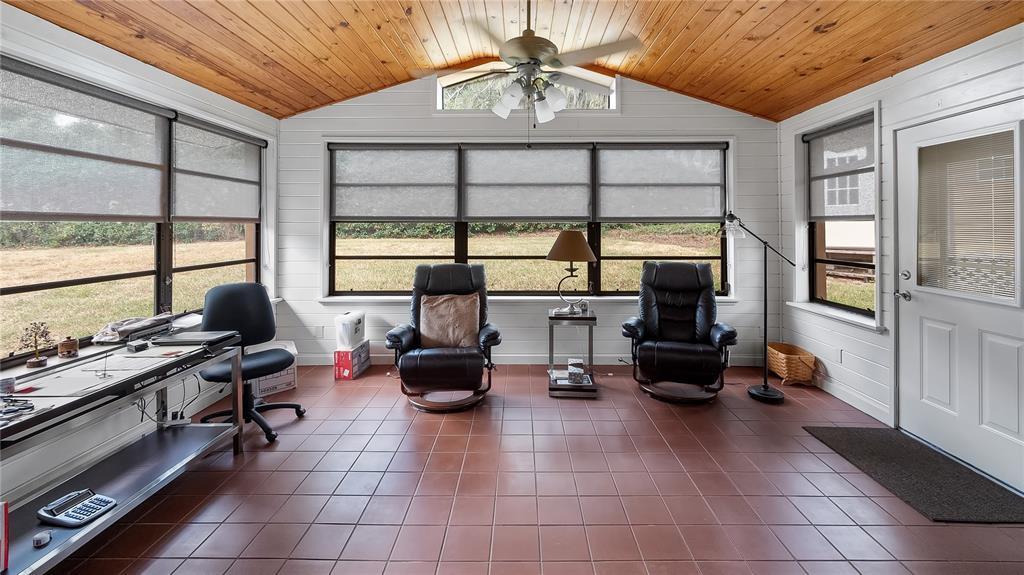 550 E Lakeshore Drive Property Photo 22