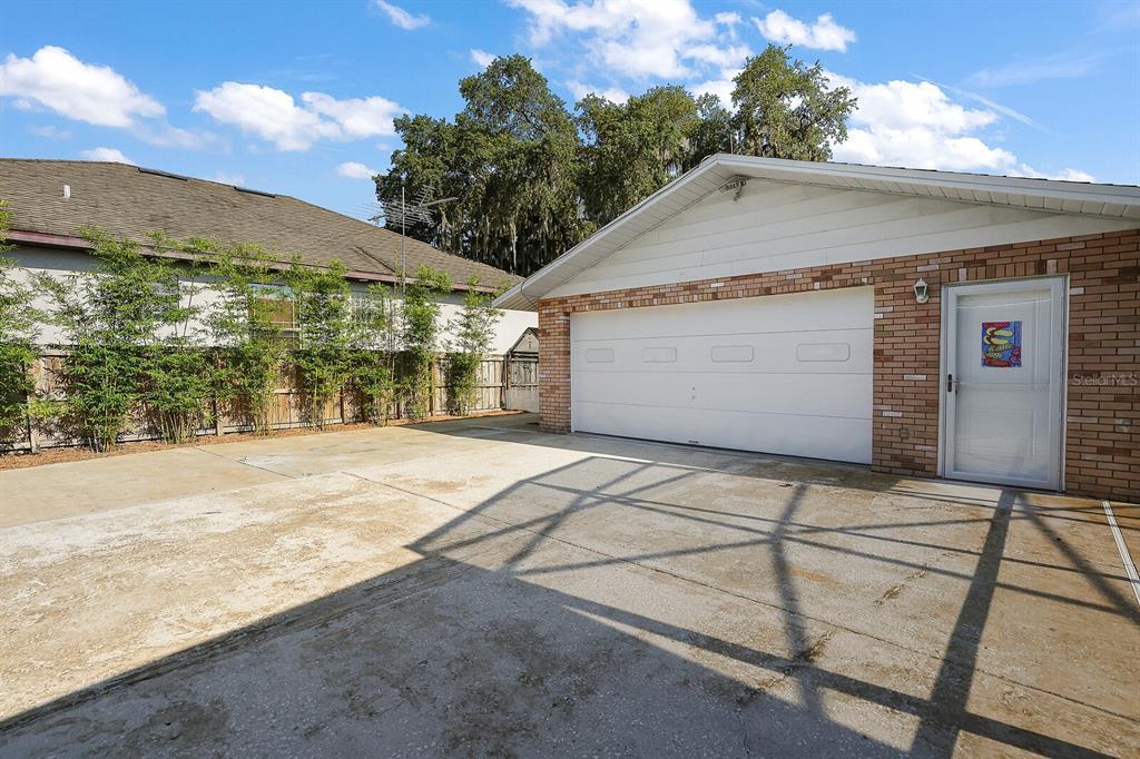 16907 Ridgewood Avenue Property Photo 8