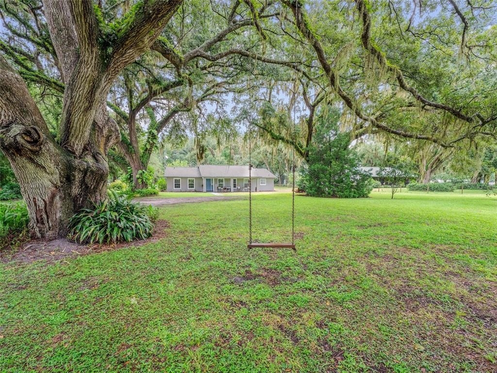 5829 Cr 547 Property Photo 1