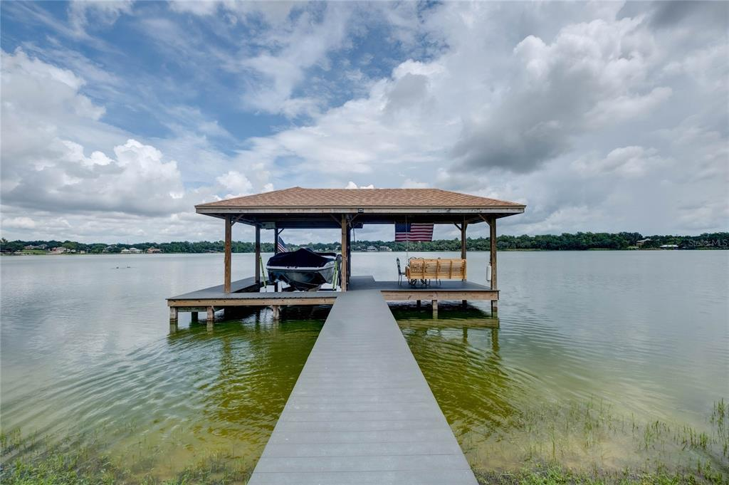 1118 Lake Point Drive Property Photo 2