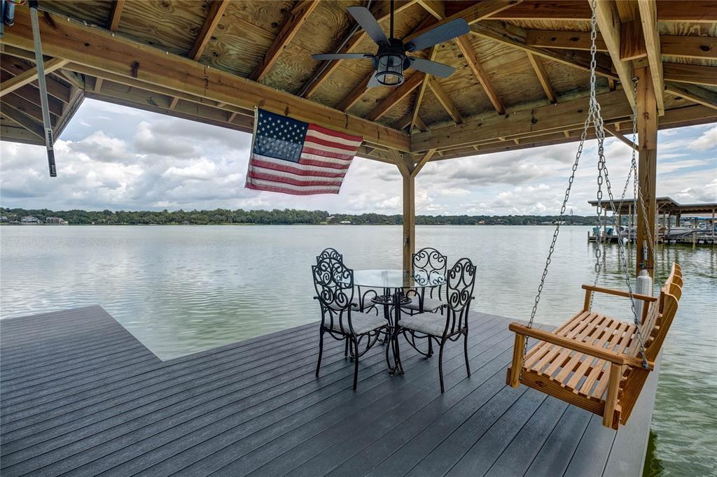 1118 Lake Point Drive Property Photo 3
