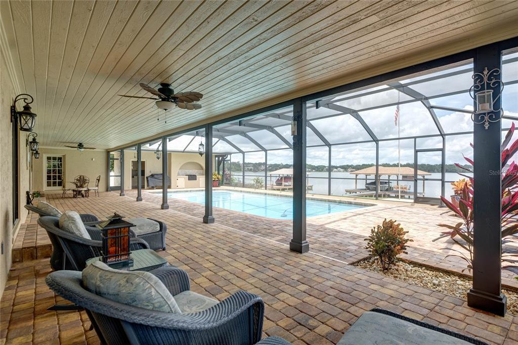 1118 Lake Point Drive Property Photo 5