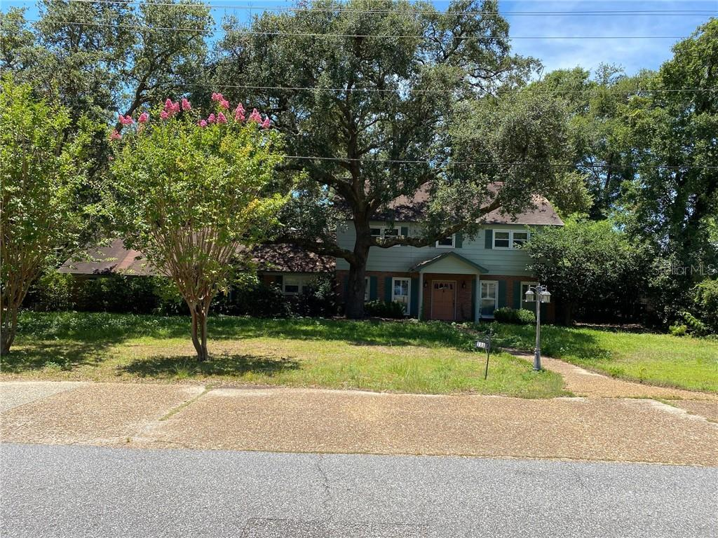 111 Country Club Road Property Photo