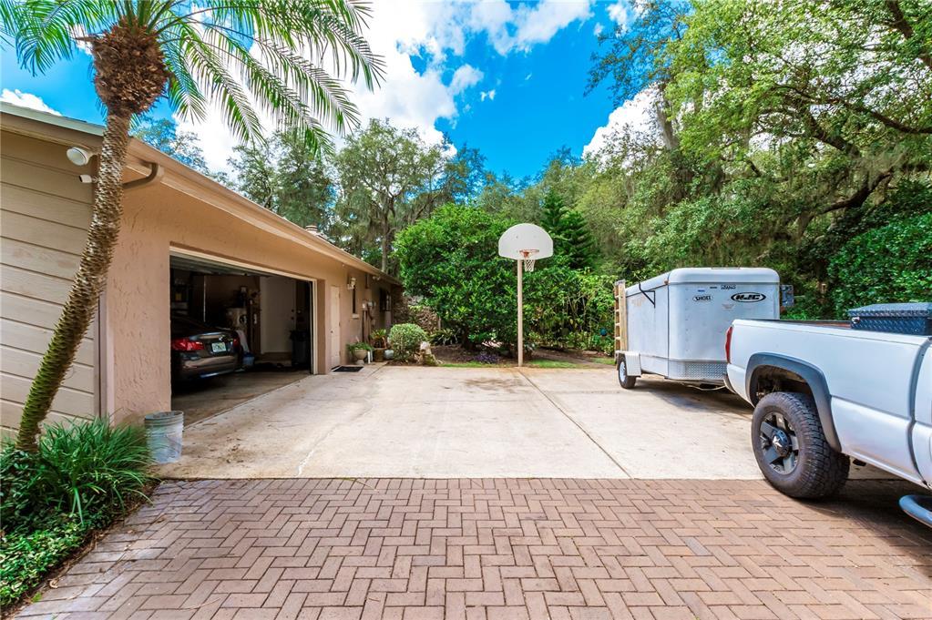 124 Roann Drive Property Photo 6