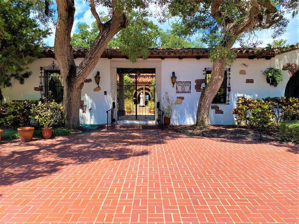 205 Hacienda Drive Property Photo 4