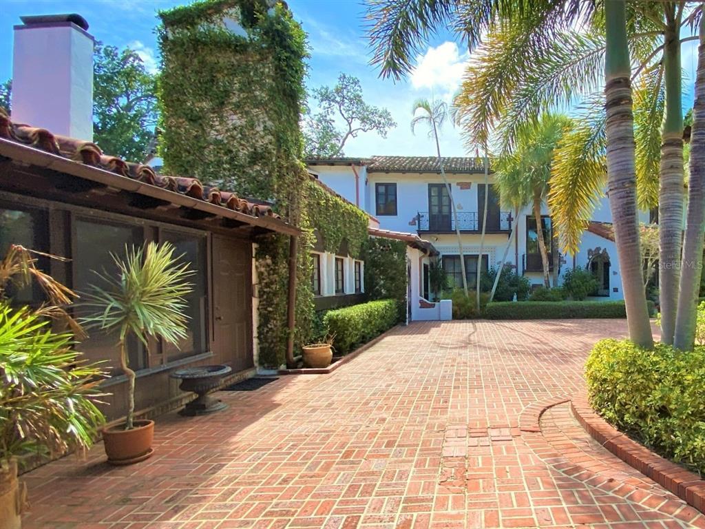 205 Hacienda Drive Property Photo 10