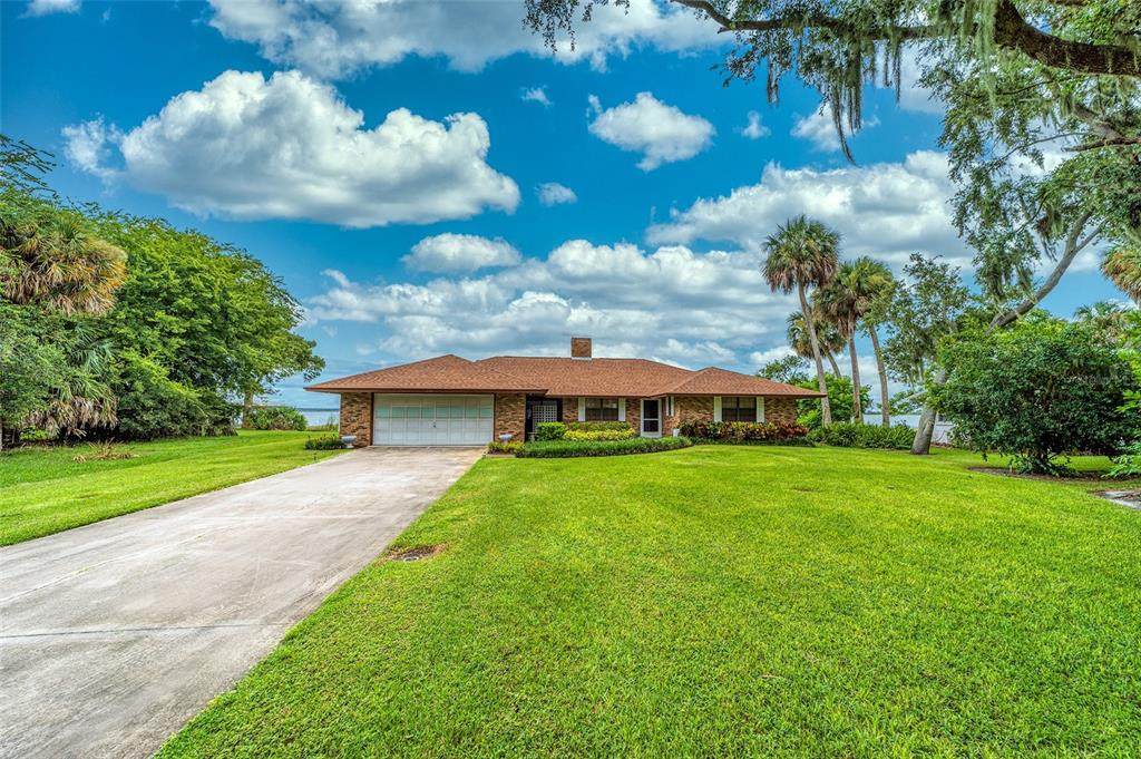 7135 N Shore Drive Property Photo 1