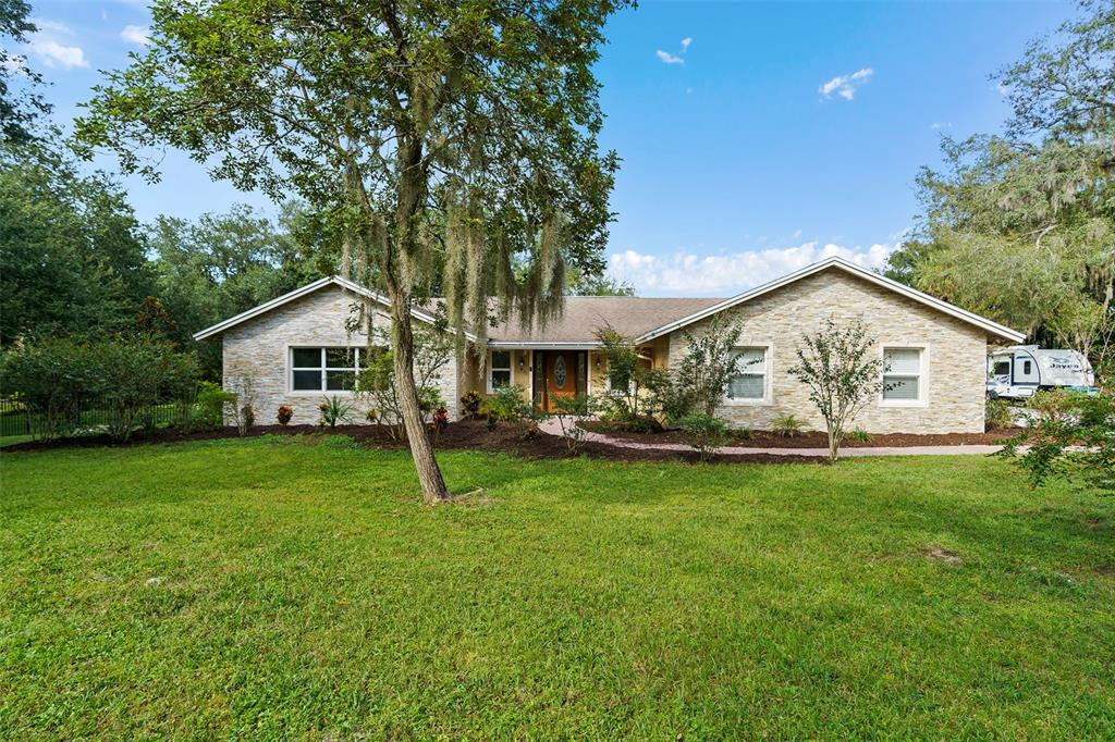 910 Dyson Drive Property Photo 1