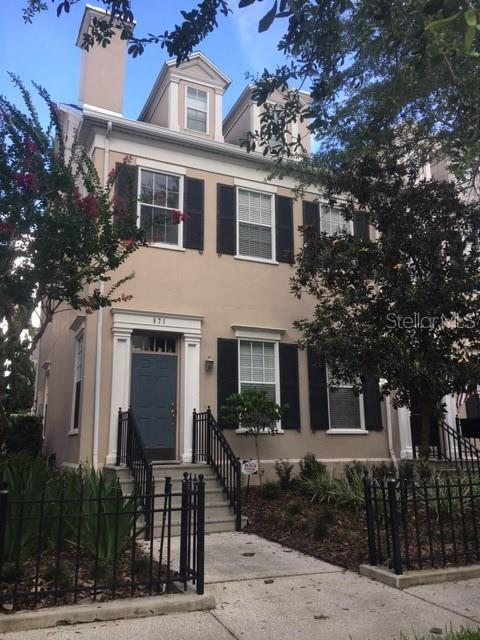 571 Campus Street Property Photo 1
