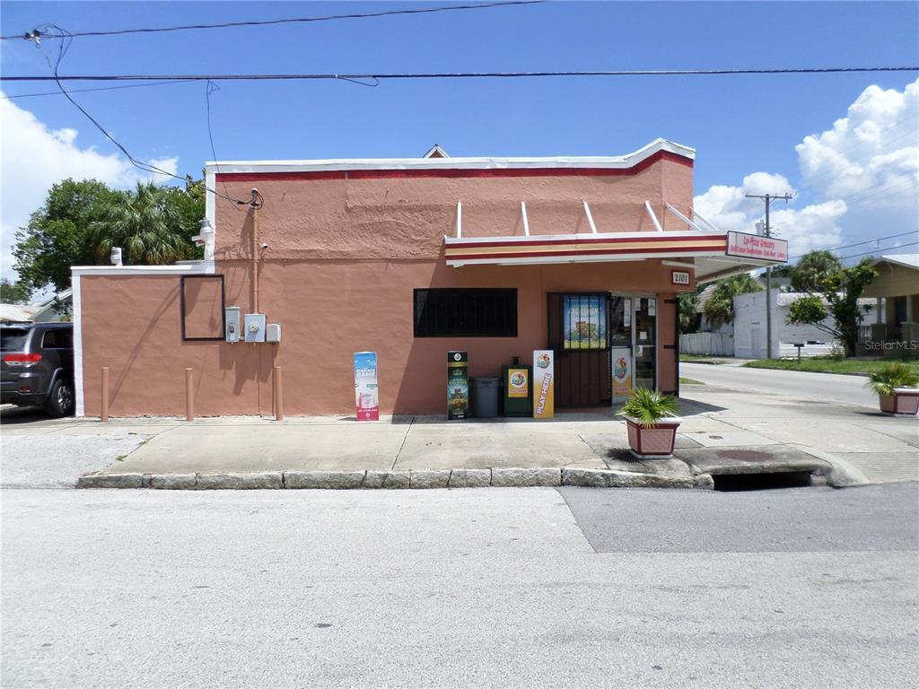 2101 W Chestnut Street Property Photo
