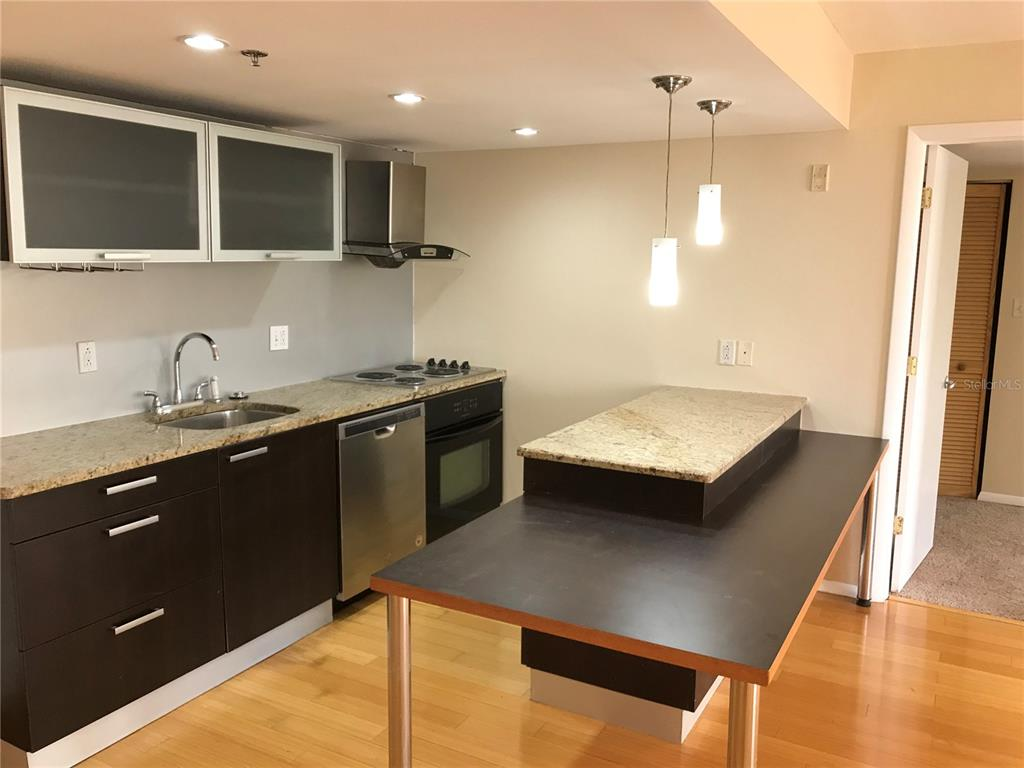 701 S Madison Avenue Property Photo 8