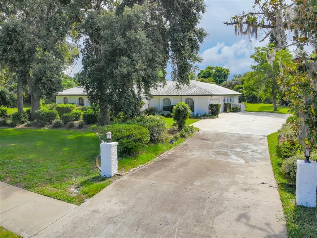 620 Saxon Boulevard Property Photo 1