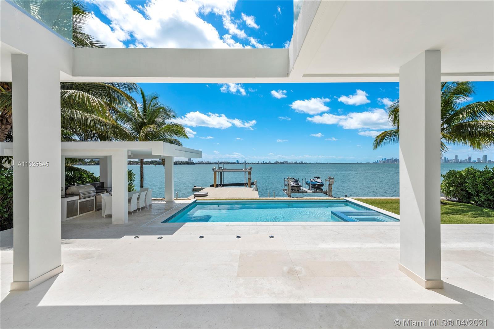 1776 Bay Dr Property Photo 1