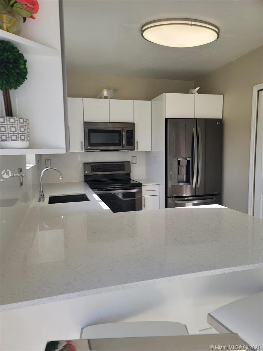 985 Ne 34th Ave 104 Property Photo 1