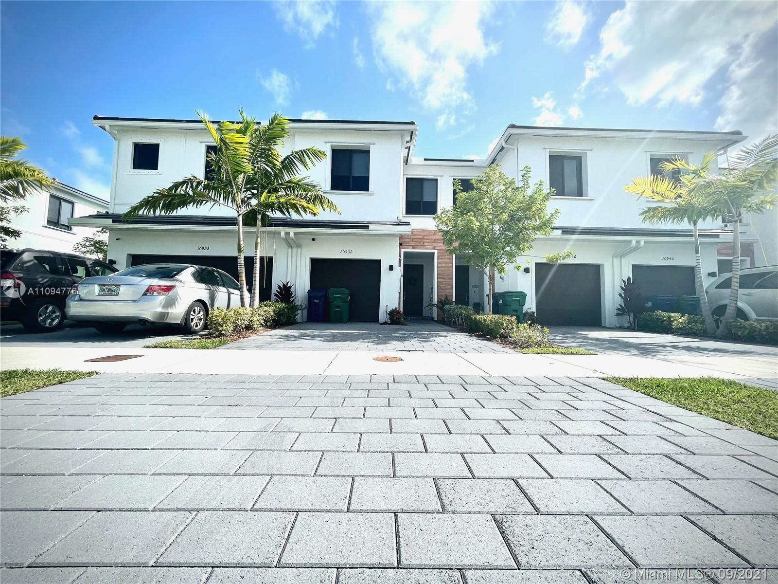 10932 Sw 235th Ln 1 Property Photo 1