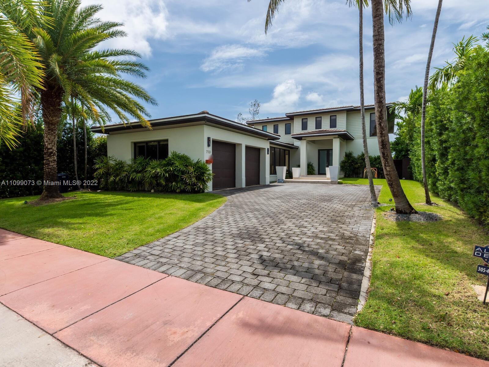 710 S Shore Dr Property Photo 1
