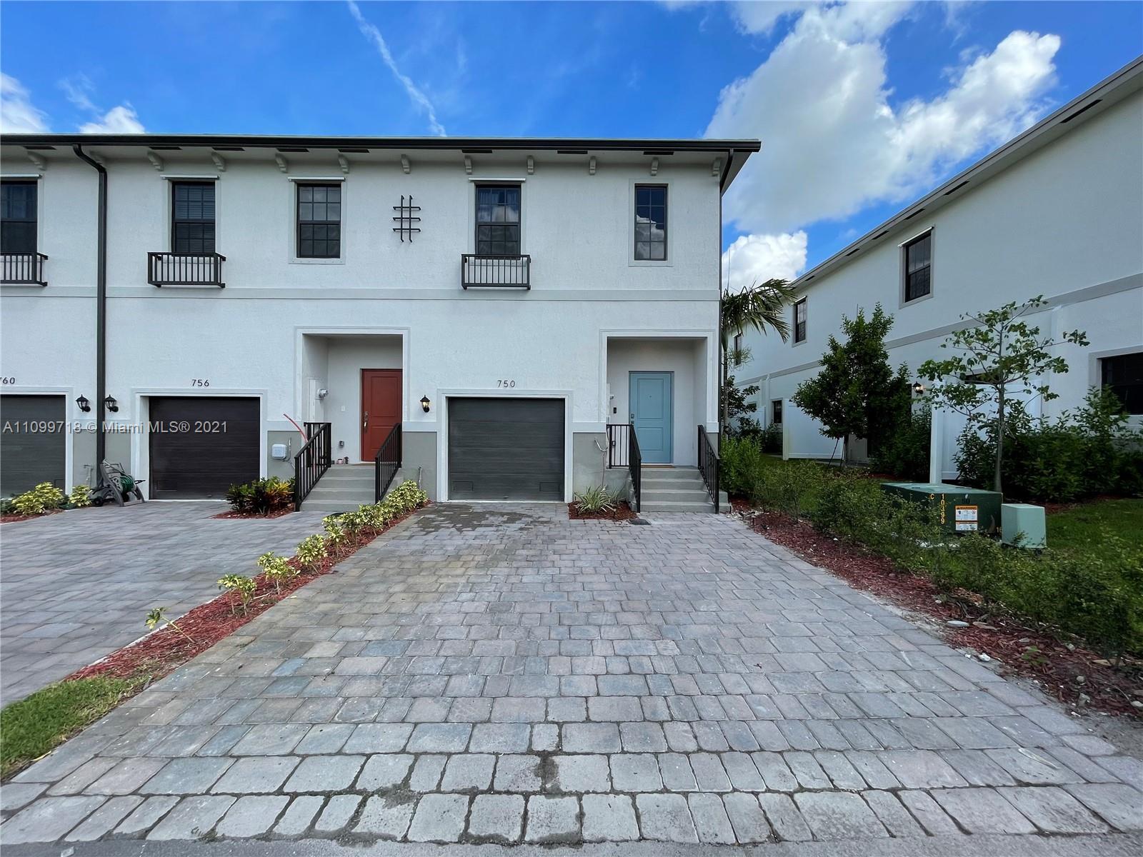 750 Sw 12th St Property Photo 1